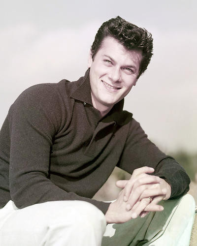 This is an image of Photograph & Poster of Tony Curtis 293516