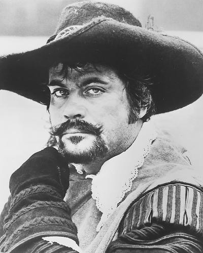 This is an image of Photograph & Poster of Oliver Reed 171595