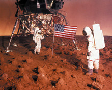 This is an image of Photograph & Poster of Capricorn One 297546
