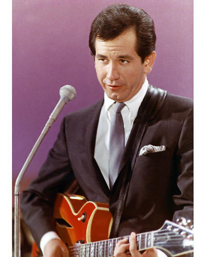 This is an image of Photograph & Poster of Trini Lopez 266067