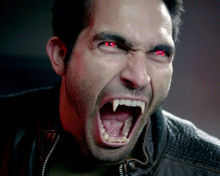 This is an image of Photograph & Poster of Tyler Hoechlin 298233