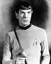 This is an image of Photograph & Poster of Leonard Nimoy 196163