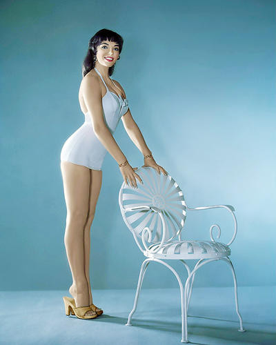 This is an image of Photograph & Poster of Joan Collins 286944