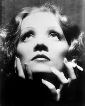 This is an image of Photograph & Poster of Greta Garbo 196517
