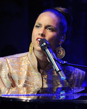 This is an image of Photograph & Poster of Alicia Keys 287386