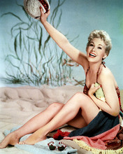 This is an image of Photograph & Poster of Kim Novak 287665