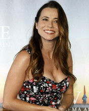 This is an image of Photograph & Poster of Linda Cardellini 287854