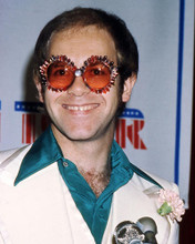 This is an image of Photograph & Poster of Elton John 288006