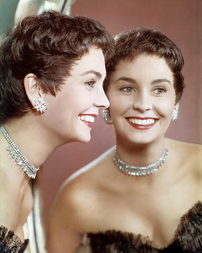 This is an image of Photograph & Poster of Jean Simmons 288565