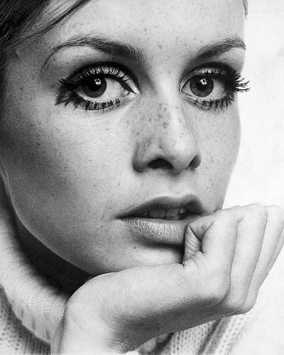 This is an image of Photograph & Poster of Twiggy 197285