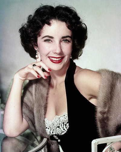 This is an image of Photograph & Poster of Elizabeth Taylor 288777