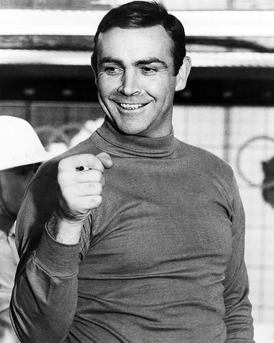 This is an image of Photograph & Poster of Sean Connery 197702