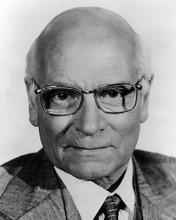 This is an image of Photograph & Poster of Laurence Olivier 198321