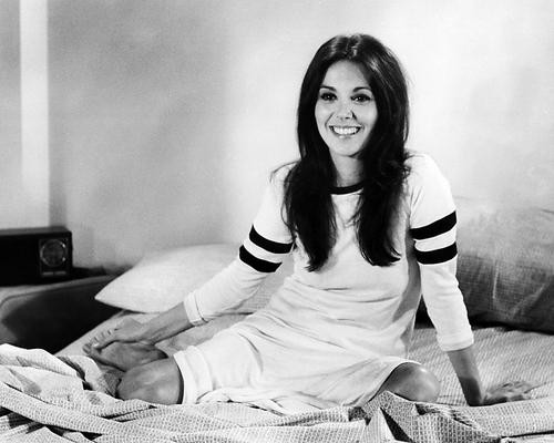 This is an image of Photograph & Poster of Marlo Thomas 198396
