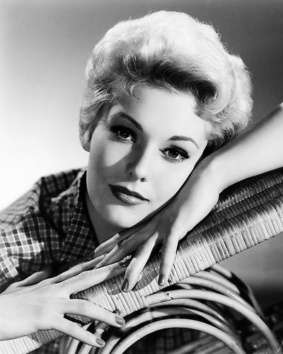 This is an image of Photograph & Poster of Kim Novak 198410