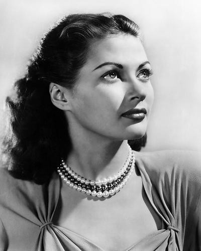 This is an image of Photograph & Poster of Yvonne De Carlo 198574