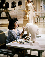 This is an image of Photograph & Poster of Elizabeth Taylor 290117