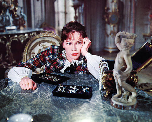 This is an image of Photograph & Poster of Leslie Caron 290178