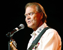 This is an image of Photograph & Poster of Glen Campbell 290205