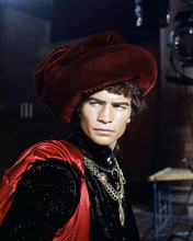 This is an image of Photograph & Poster of Michael York 290405