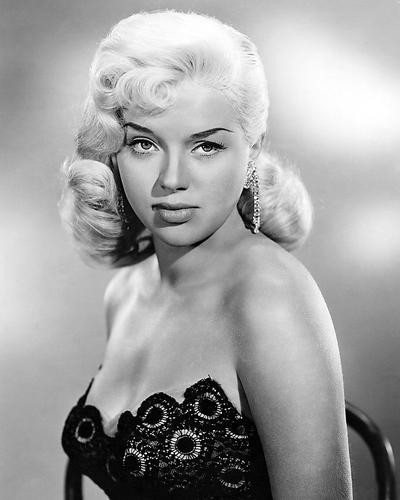 This is an image of Photograph & Poster of Diana Dors 199143