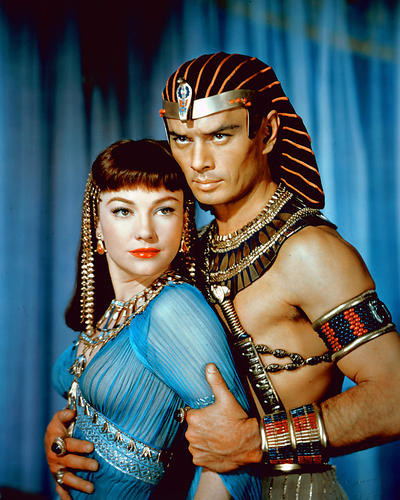 This is an image of 280974 Yul Brynner as Rameses and Anne Baxter as Nefretiri in The Ten Commandments