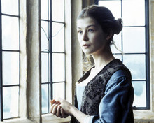 This is an image of 272735 Rosamund Pike Photograph & Poster