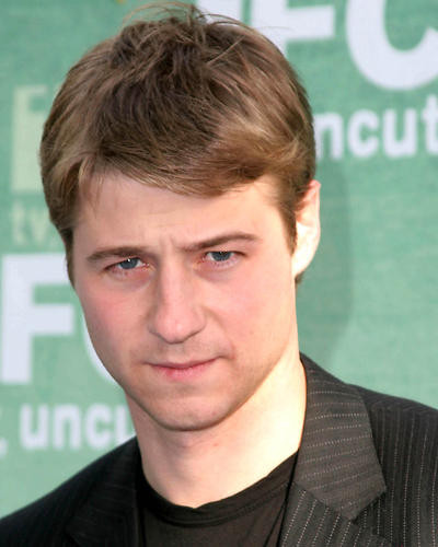 This is an image of 270433 Benjamin McKenzie Photograph & Poster