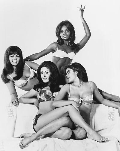 This is an image of 170934 Beyond the Valley of the Dolls Photograph & Poster