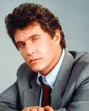 This is an image of 266800 Tom Berenger Photograph & Poster