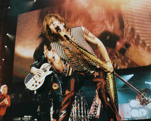 This is an image of Photograph & Poster of Aerosmith 250051