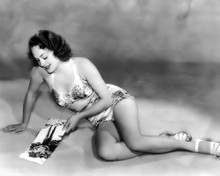 This is an image of Photograph & Poster of Olivia De Havilland 102963
