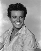 This is an image of Photograph & Poster of Robert Wagner 102935