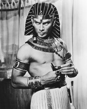 This is an image of Photograph & Poster of Yul Brynner 103160