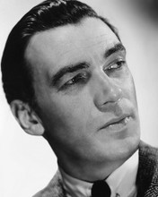 This is an image of Photograph & Poster of Walter Pidgeon 103068