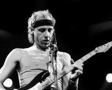 This is an image of Prints & Posters of Mark Knopfler 103617