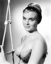 This is an image of Prints & Posters of Shirley Eaton 100727