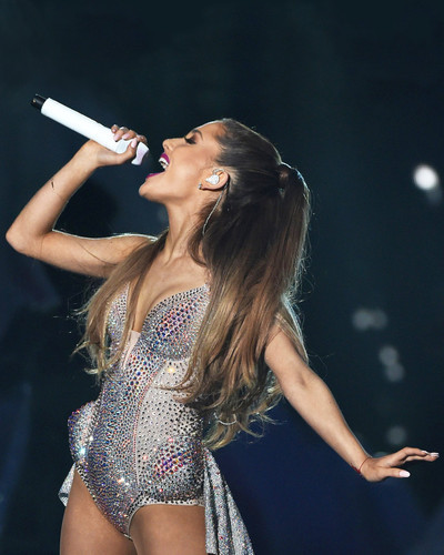 This is an image of Prints & Posters of Ariana Grande 299850