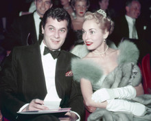 This is an image of Prints & Posters of Tony Curtis and Janet Leigh 201894