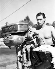 This is an image of Prints & Posters of Johnny Weissmuller 104277