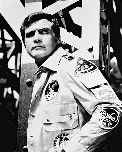 This is an image of 13907 Lee Majors Photograph & Poster