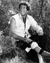This is an image of Photograph & Poster of Barry Newman 100694
