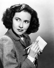 This is an image of Photograph & Poster of Teresa Wright 100696