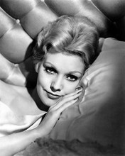 This is an image of Photograph & Poster of Kim Novak 100802