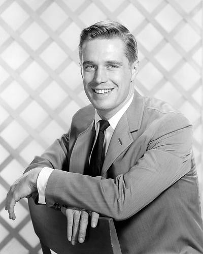 This is an image of Photograph & Poster of George Peppard 101039