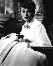 This is an image of Photograph & Poster of Luise Rainer 101500