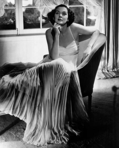This is an image of Photograph & Poster of Rosalind Russell 101510