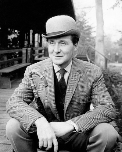 This is an image of Photograph & Poster of Patrick Macnee 101815