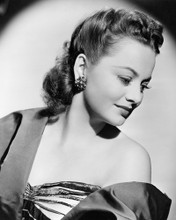 This is an image of Photograph & Poster of Olivia De Havilland 102304