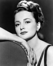 This is an image of Photograph & Poster of Olivia De Havilland 102346